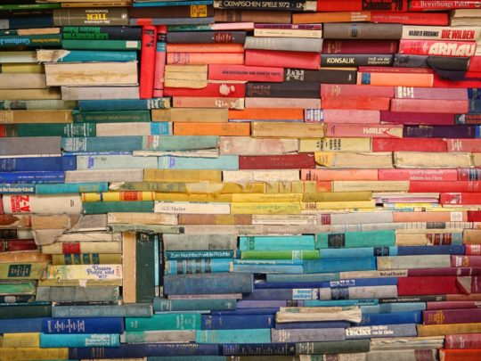 Starting a Book Club? Here's 8 Things to Think About